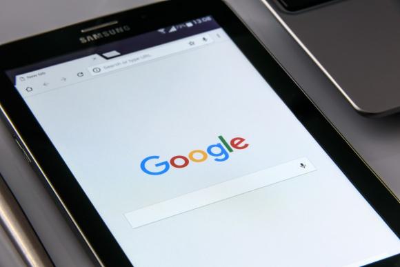 Program Google Partners a wybór agencji SEM – co warto wiedzieć? BIZNES, Media i PR - Certyfikat Google Partners poświadcza, że agencja ma kompetencje w prowadzeniu kampanii AdWords. Jednak podmiotów posiadających ten certyfikat jest coraz więcej. Rodzi się więc pytanie – jak właściwie odczytywać ich kompetencje oraz dokonać wyboru odpowiedniej agencji SEM?