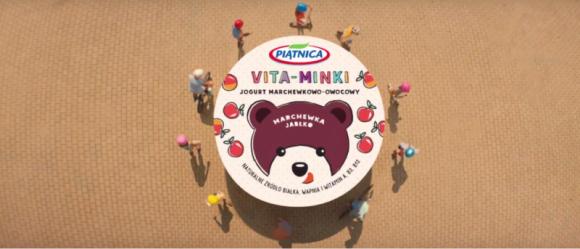 OSM Piątnica promuje nowe jogurty – trwa kampania telewizyjna Vita - Minek BIZNES, Media i PR - Od 25 sierpnia widzowie polskich stacji telewizyjnych mają okazję zobaczyć nową reklamę promującą Vita-Minki - marchewkowo-owocowe jogurty od OSM Piątnica. Spotowi towarzyszy przebój legendarnego zespołu Fasolki. Kampania telewizyjna potrwa do końca września.