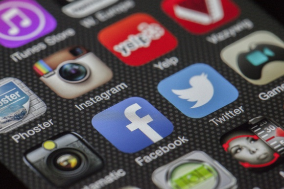 Kampania mobilna - tips&tricks BIZNES, Media i PR - Według raportu Digital in 2017: Global Overview, 46% populacji na świecie łączy się z Internetem za pomocą smartfonów. Takie statystyki są dowodem na to, że mobile ma ogromny potencjał marketingowy. Jak zatem zaplanować skuteczną kampanię mobilną?
