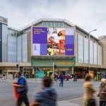 Biznesy, które najchętniej korzystają z cyfrowej reklamy DOOH