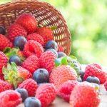 Czarne jagody, truskawki, maliny – dlaczego warto je jeść?