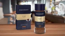 """Marka Davidoff Cafe zmienia opakowania swoich produktów BIZNES, Media i PR - Celem zmiany szaty graficznej opakowań Davidoff Cafe, w nawiązaniu do re-pozycjonowania marki jest budowanie świadomości filozofii marki -ZEST FOR LIFE, czyli radość życia, życie z pasją oraz lepsze dotarcie do konsumentów """"eksplorujących życie"""""""