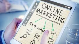 Siła personalizacji w digital marketingu BIZNES, Media i PR - W personalizacji chodzi o to, aby klienci czuli się związani z marką, która tworzy przekaz dopasowany do ich potrzeb, nie naruszając przy tym ich prywatności. Głównym celem spersonalizowanego marketingu jest dopasowanie do danej osoby właściwego produktu w odpowiednim czasie.