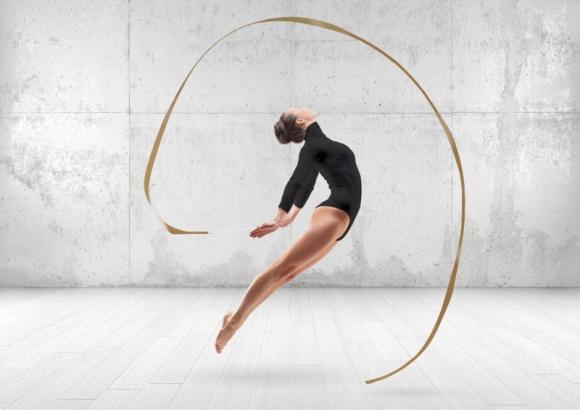 """""""When steel meets art"""" - unikalna kampania Dekpol BIZNES, Media i PR - Dekpol opracował unikalną kampanię promującą łyżki do koparek. Jako wiodący temat przekazu wykorzystano hasło PERFECT SHAPE. Kreacja wiąże ciężkie stalowe produkty ze sztuką, która inspiruje m.in. poprzez muzykę, taniec, rzeźbę i malarstwo."""