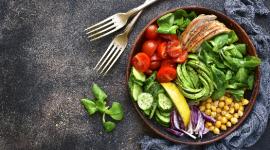 Rodzinna edukacja żywieniowa w kuchni BIZNES, Media i PR - Wspólne gotowanie to jeden ze sposobów na spędzenie miłego, rodzinnego czasu w domu. Poza poznawaniem nowych smaków, może mieć ono jeszcze jedną istotną wartość np. być formą edukacji żywieniowej.